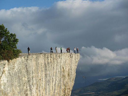 Роуп-джампинг (ropejumping) - прыжки с высоты на альпинистской верёвке.
