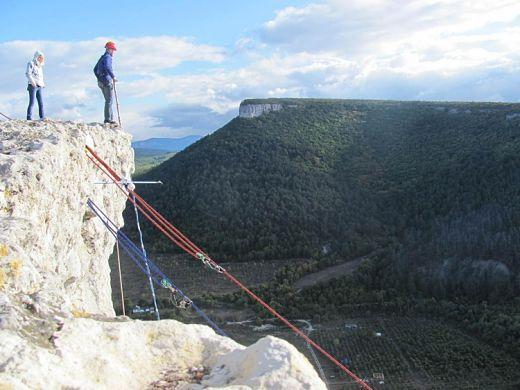 Роупджампинг (ropejumping) - прыжки с высоты на альпинистской верёвке.